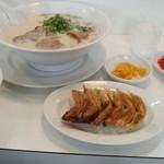 中華料理 頂 - 焼きギョウザセット!