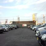 一風堂 - 2014.06.29(日)18:10頃駐車場も満杯で隙間なくぎっしり!