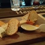 28612405 - ヨーロッパ産チーズの盛り合わせ 1480円【2014年6月】