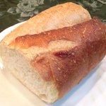 ブラッスリーぺルル - Aランチ 1500円 のパン