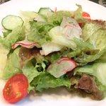 ブラッスリーぺルル - Aランチ 1500円 のサラダ