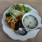 マハラジャ ダイニング - サブジ、チキンスープ、サラダ