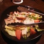 28618670 - スモークチキンのサラダ(885円)