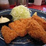 薩摩 茶美豚 とんかつ 花 - 牡蠣フライ&ロース盛合わせ 935円