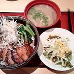 らーめん 萬楽 - 旨辛夏野菜のちゃーしゅうめし&豚汁&サラダ ¥900→¥500