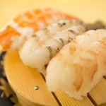 回転寿司すノ家 - 料理写真:各種三点盛 300円(税別)