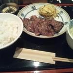 牛たん焼き仙台 辺見 - ランチを1.5盛りでいただきました。