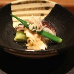 岩さき - 料理写真:先付 (炙りのトリ貝、茄子、オクラ、つぶ貝の酒煎り  酢味噌がけ) (2014/06)