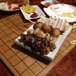 紀八 - 串焼き1本100円~を何種類かチョイス。 勝負の終わった将棋盤の上に普通に置いていくとかウケる。
