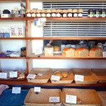 羊蹄山麓 パン工房 麦風 - 夕方のパンラック