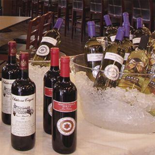 ソムリエ厳選のワインや本格カクテル