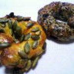 NEEDs - かぼちゃとラムレーズンベーグル、黒ゴマと紫芋ベーグル