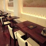 廣東飯店 - ランチにもご利用頂けます。1階レストランスペース。