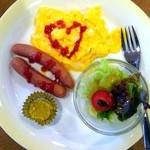 シャノアール - 料理写真:モーニング(タマゴ&ソーセージ )¥150ハートが可愛い?