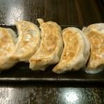 Shoushinshin - 手作り餃子は大ぶりなものが5個。