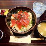 大漁居酒屋 まぐろがんち - まぐろ丼 ¥650