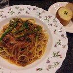 イタリア食堂 クアトロ - はなっこりーのミートソースとパン
