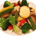 四川料理 慶 - 女性に人気な季節野菜の塩炒め