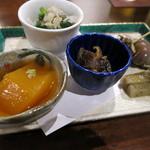 28650967 - 前菜。人参豆腐、椎茸揚げ浸し、ゴボウの酢の物、つぶ貝など。