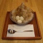 山口妙香園 - 氷ぜんざい(黒糖):ぜんざいにかき氷がのってます。