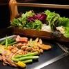 かしわ - 料理写真:秋田高原直送の比内地鶏で新鮮な野菜達を巻いて食する