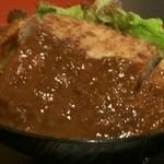 鉄板肉酒場 二代目亀田精肉店 - どでかハンバーグ丼