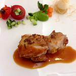 プティ・カザリス - 鳥モモ肉のソテー、マスタードソース