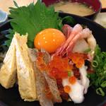 魚食堂たわら - 海鮮丼