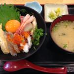 魚食堂たわら - 海鮮丼910円