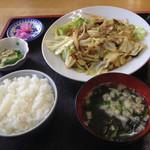 小笠原食堂 - 野菜炒め定食750円。