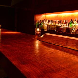 洋木ブビンガの厚い一本板のカウンター