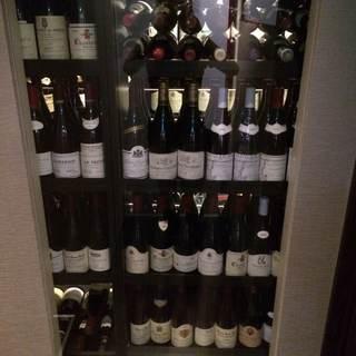 ブルゴーニュワインを中心に、厳選されたワインが揃っております