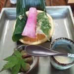 田舎料理おかりば - 野菜のお寿司脇にある冷たい甘酒。これがフルーティーで美味しかった。