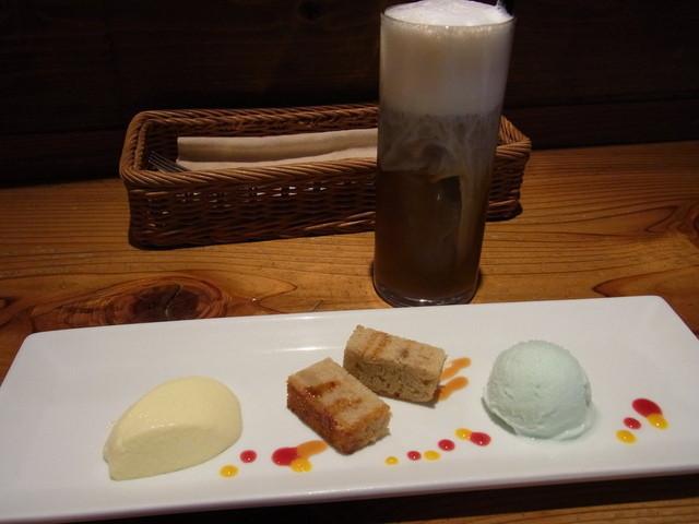 バラッカ - デザートとアイスカフェラテ。右端が塩のジェラート