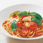 ピッツェリア - 完熟トマトとモッツァレラチーズ