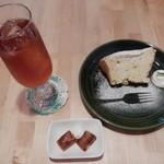 Teacafe Colour - バニラシフォンケーキセット700円