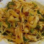 聚中縁餃子 - 冷やし麻辣刀削麺を良く混ぜて…