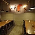 CAFE PARK - フロアー:コンクリート打ちっ放し