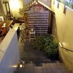 CAFE PARK - 階段を下りてテラスへ・・