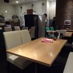 神戸牛 喜山 - 店内(テーブル席)