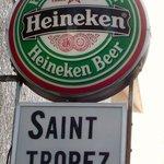 2868435 - お店の壁に掛かっている看板です。緑のHeinekenの看板が上に掛かっています。下が店名の看板が付いていますね。