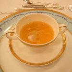 綱町三井倶楽部 - アンコウとあん肝入り茶碗むしのコンソメスープ