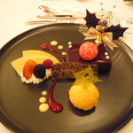 綱町三井倶楽部 - クリスマスデザートの盛り合わせ