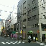 SHIBA - 店が入っているビル、手前が旧中仙道
