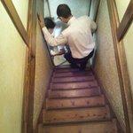 燕楽 - 燕楽名物「急で狭い階段(笑)」※2Fからパシャリ