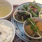 珈琲 矢の - 豚肉と大根の煮物ランチ700円