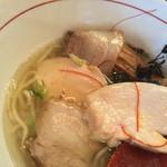 鶏骨スープ 青桐 - チャーシューは豚と鶏のミルフィーユ