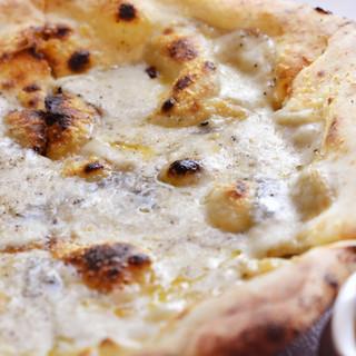 各種ピッツァはすべて本格釜焼き