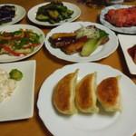 皇朝 - お皿に盛った料理