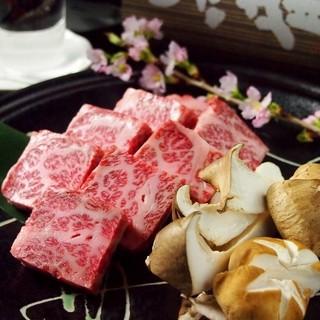 ヒライ牧場直営の精肉店から仕入れる「至極の神戸牛」